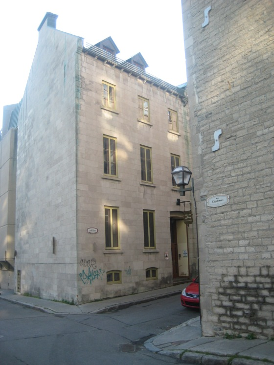 De 1893 à 1921, en résidence à 1, rue Collins (de l'Hôtel-Dieu)