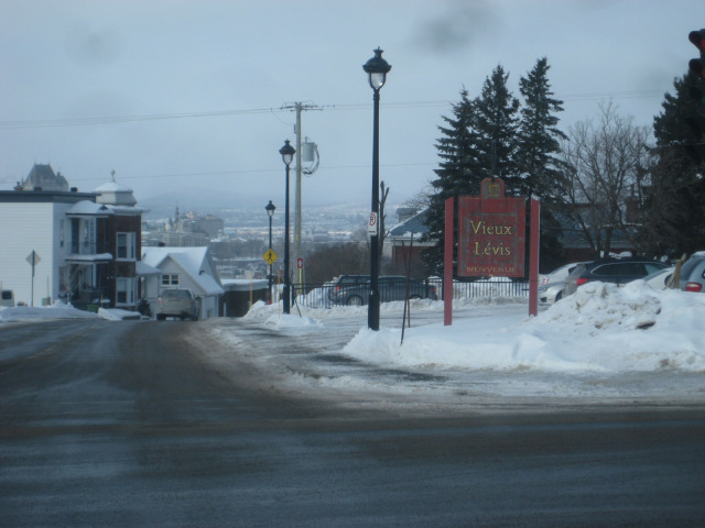 Vue de l'enseigne de bienvenue que la ville a fait disparaître en 2015.