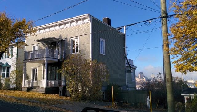 Une maison avec vue imprenable sur Québec et le fleuve Saint-Laurent