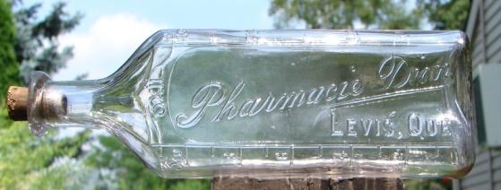 Dion - bouteille de mesure pour médication et poison, JG Lanteigne, Broisbriand